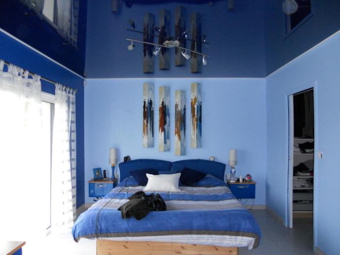plafond brillant à l'intérieur de la chambre