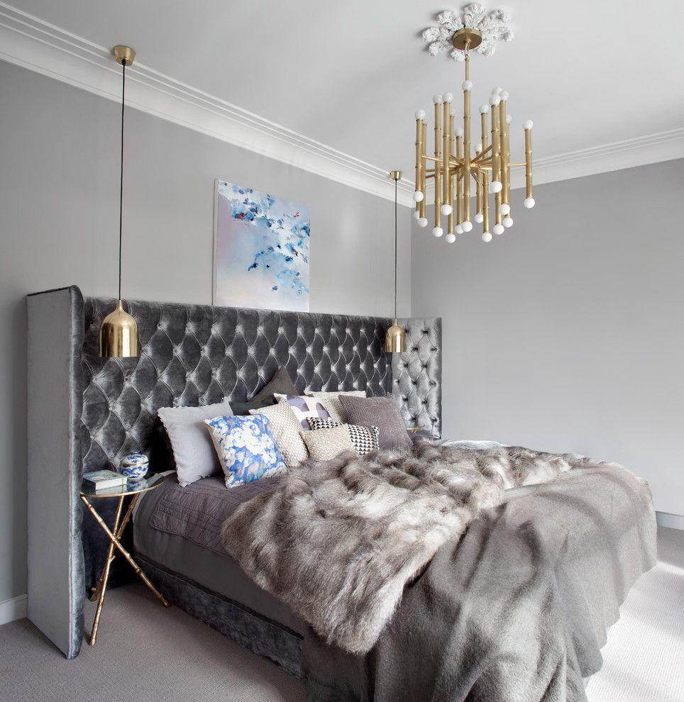 Chambre grise élégante avec plafonniers de chevet