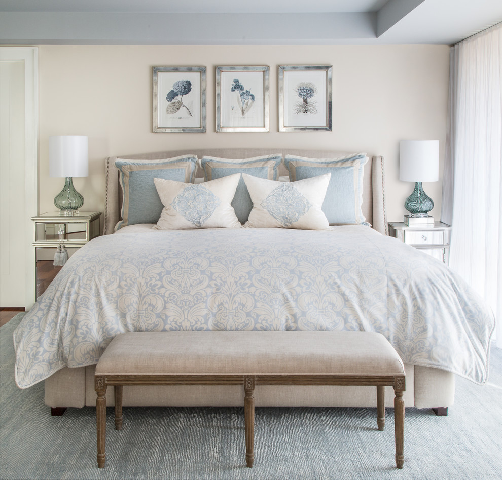 Chambre confortable décorée dans des tons beiges