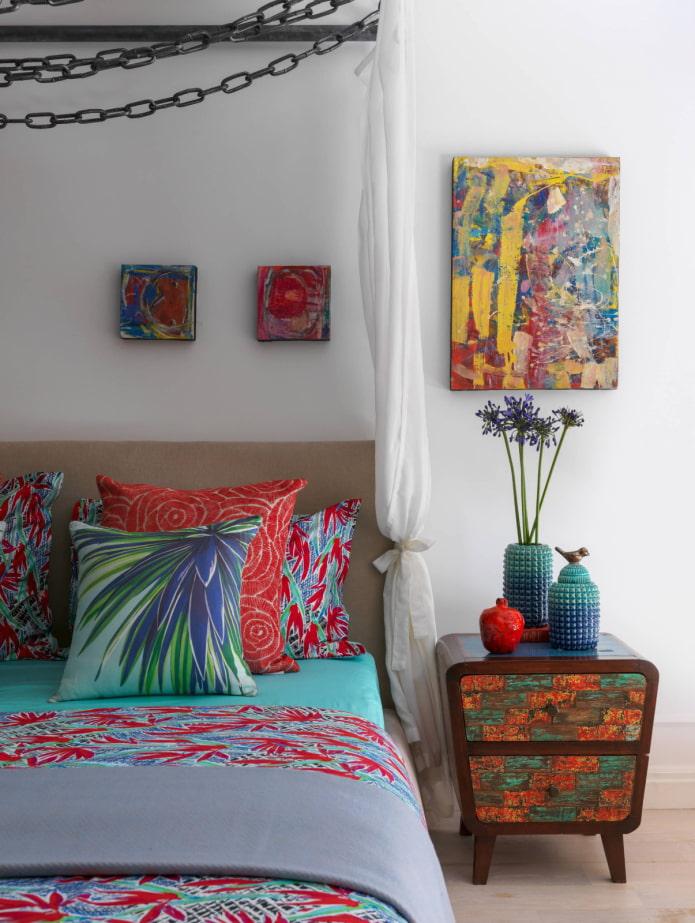Table de chevet colorée