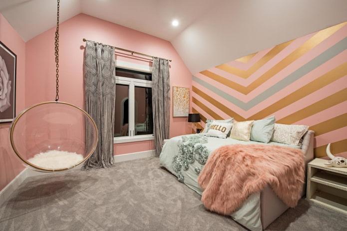 finition de la chambre dans des tons roses