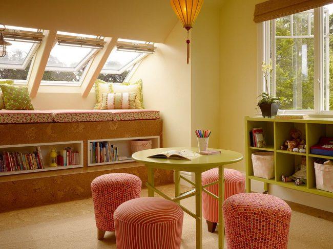 Les fenêtres transformables sont une option pratique pour une pièce mansardée