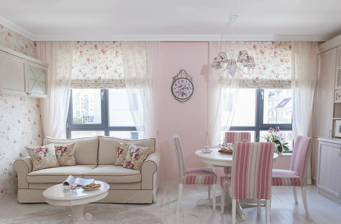 rideaux à l'intérieur de la cuisine dans des tons roses