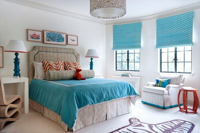 Les rideaux occultants conviennent pour une baie vitrée dans la chambre.