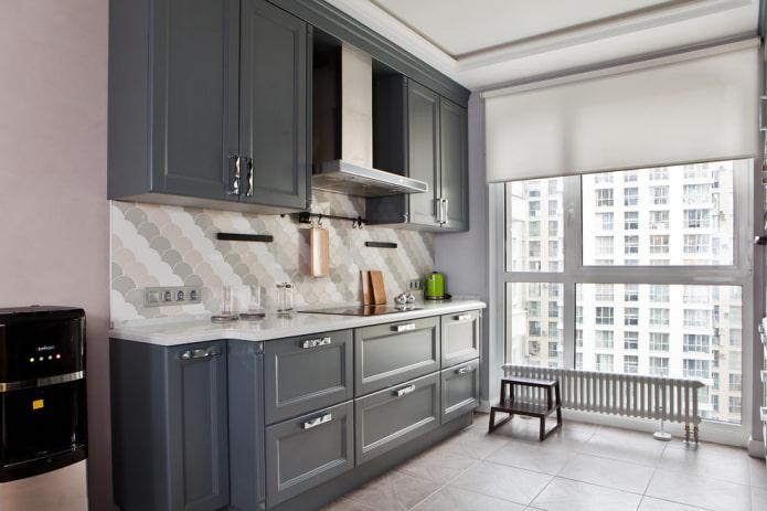 rideau gris dans la cuisine