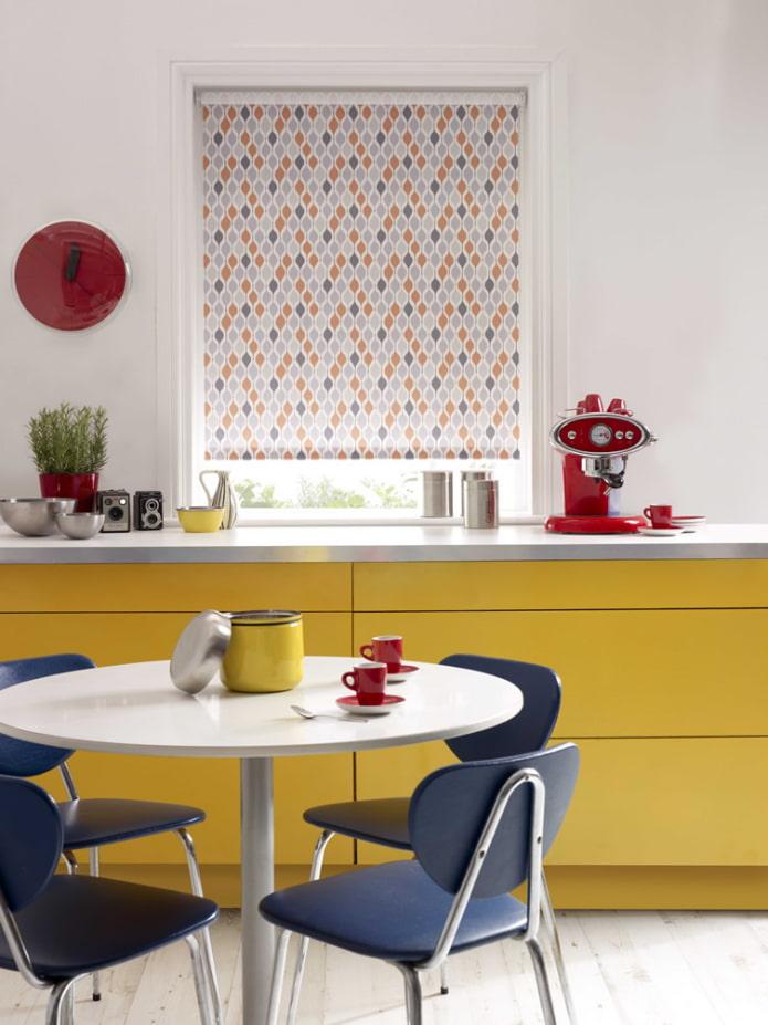 motif géométrique sur le rideau