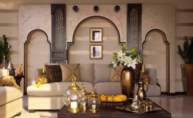 Belle arche orientale dans le mur