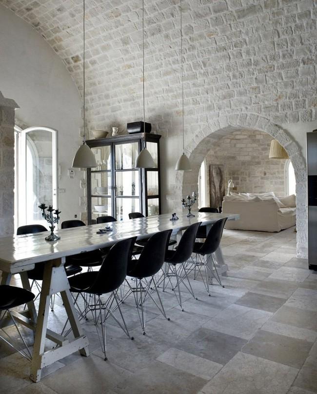 La salle à manger semble visuellement plus grande avec une arche au lieu d'une porte