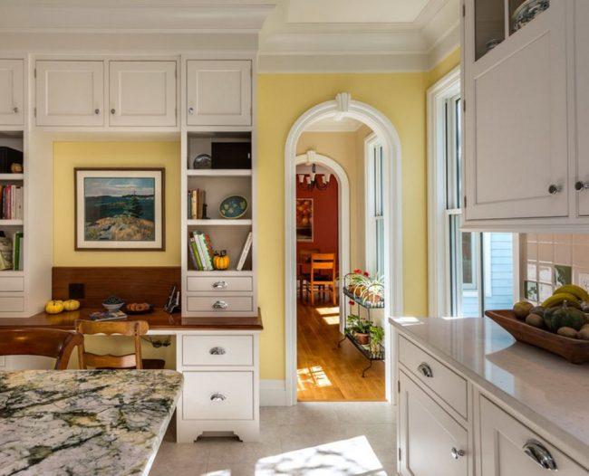 Arche de taille standard dans une petite cuisine