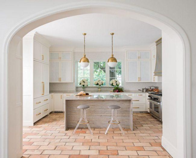 Arc classique au lieu de portes dans la cuisine