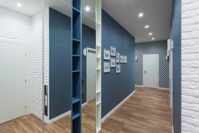 design moderne du couloir en blanc et bleu