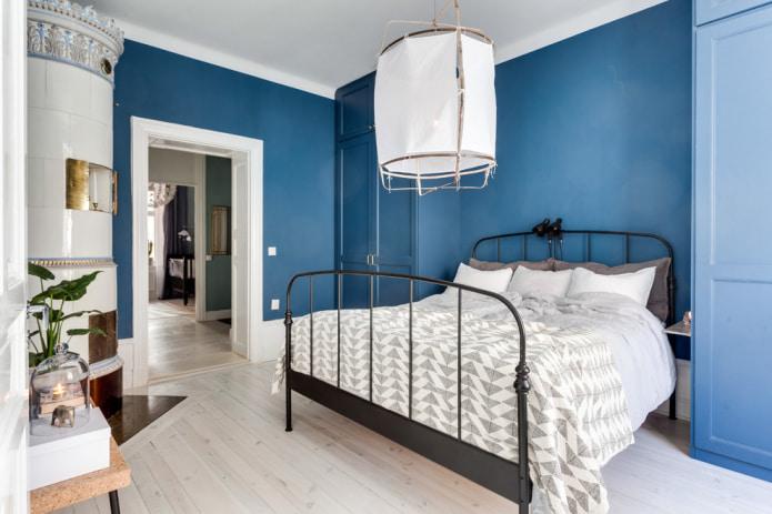 murs bleus dans un intérieur scandinave