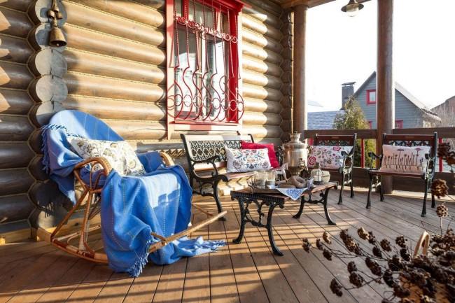 Maison avec une terrasse confortable