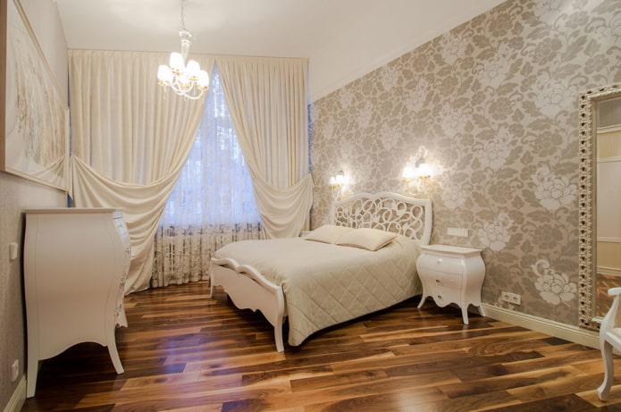 intérieur de chambre beige et marron