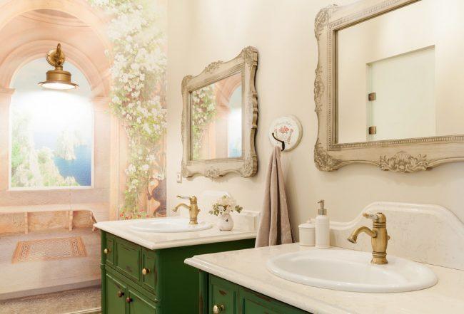 Papier peint 3D à l'intérieur d'une salle de bain de style provençal