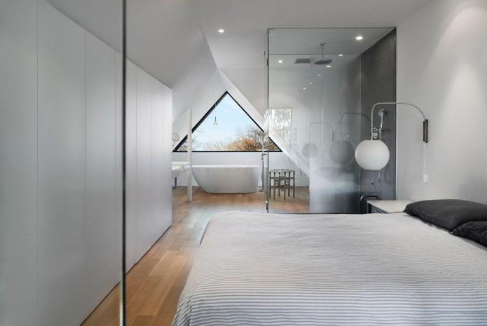 aménagement de la chambre mansardée avec une salle de bain