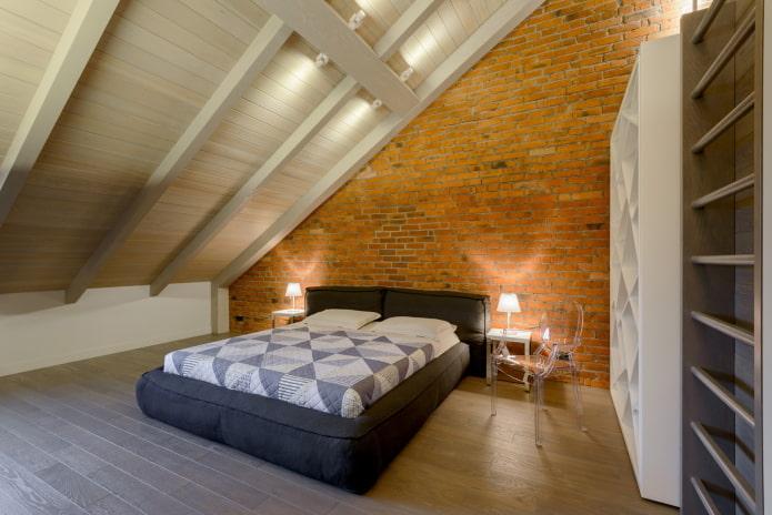 intérieur de chambre mansardée de style loft