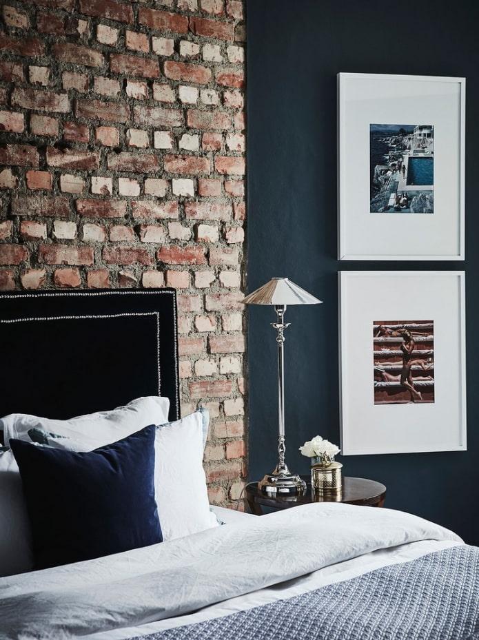 mur de briques dans la chambre