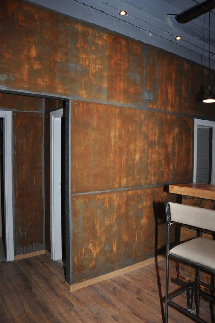 métal rouillé sur les murs