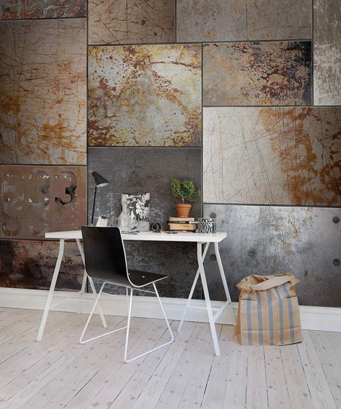 panneaux métalliques sur le mur