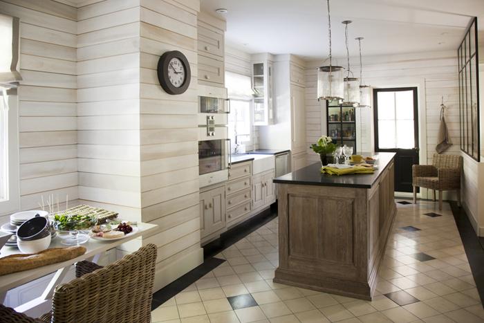 Panneaux lumineux dans la cuisine