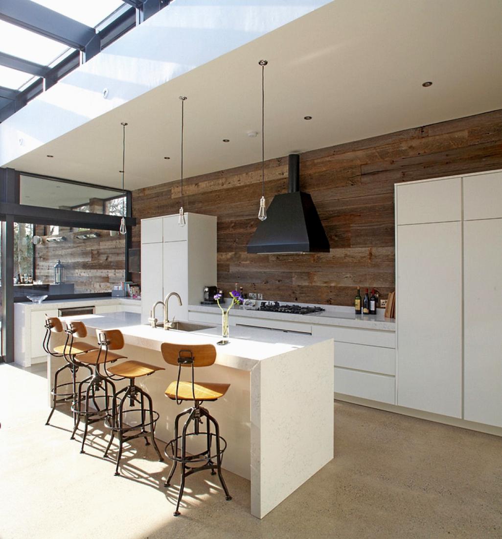 Les panneaux sombres dans la cuisine changeront rapidement et radicalement le style