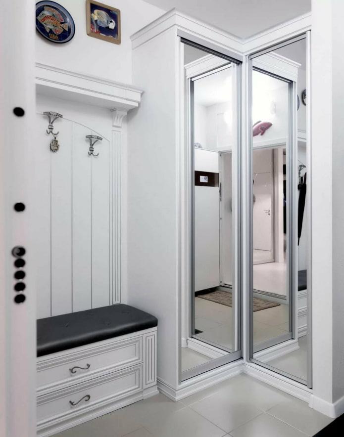 Couloir en miroir