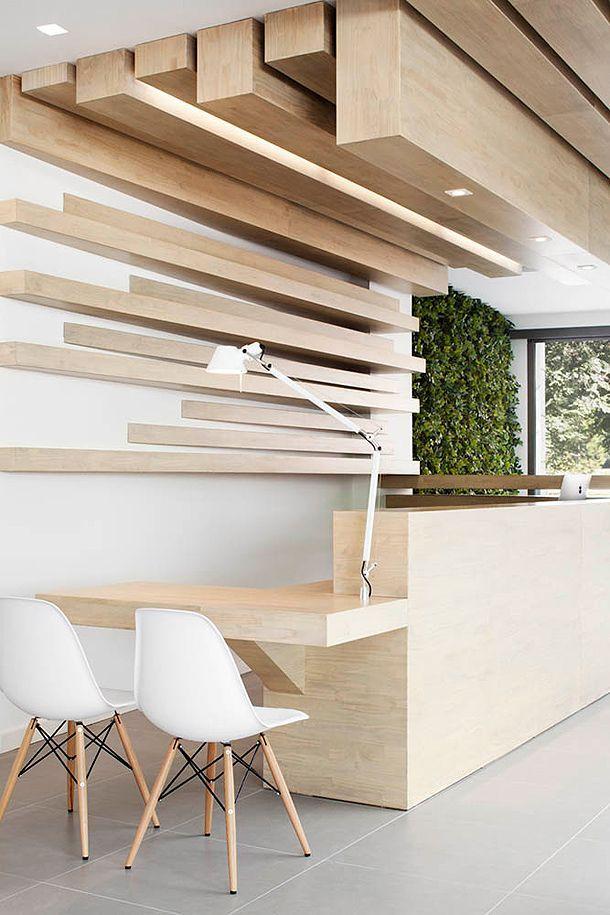 Décor avec une poutre en bois du plafond au-dessus de la zone de travail