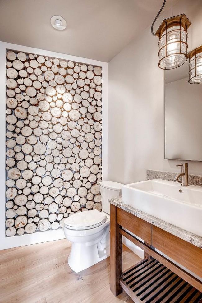 Mur de coupes de bois à l'intérieur de la salle de bain