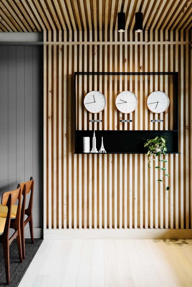 La même finition de mur et de plafond est très élégante