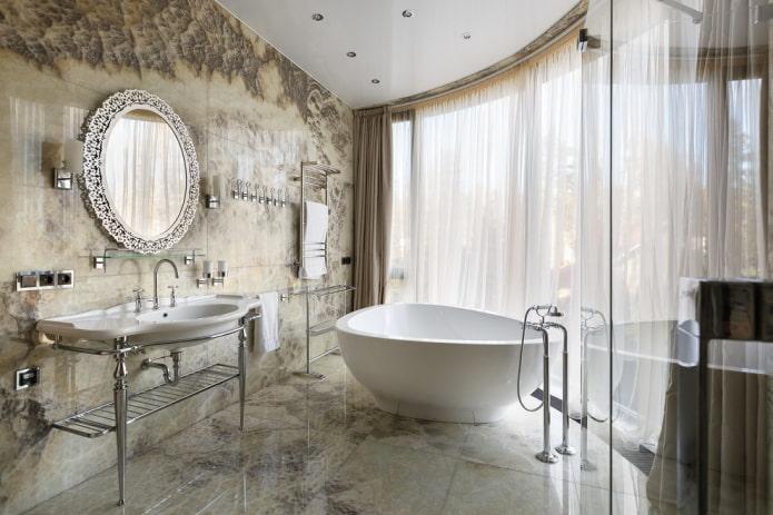 modèle de miroir mural à l'intérieur de la salle de bain