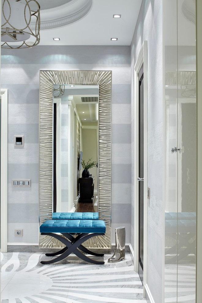miroir rectangulaire à l'intérieur