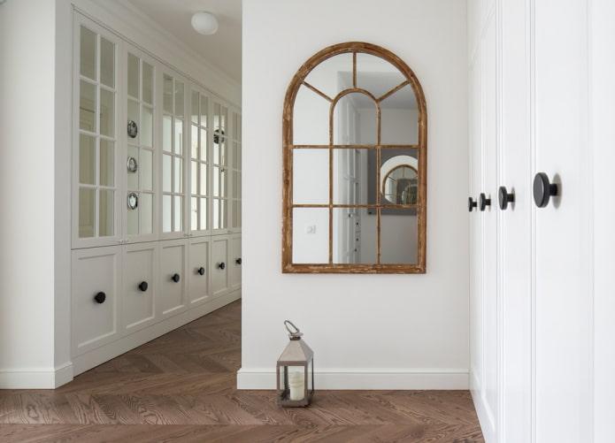 miroir semi-circulaire à l'intérieur