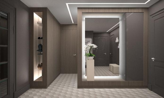 miroir éclairé à l'intérieur du couloir