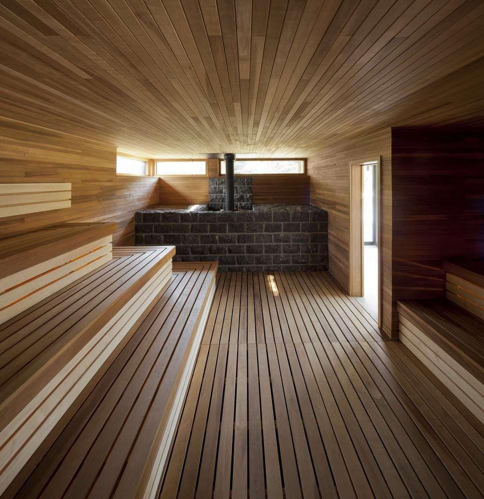 La garniture en bois est un excellent moyen d'améliorer l'atmosphère calme et confortable de la salle de bain