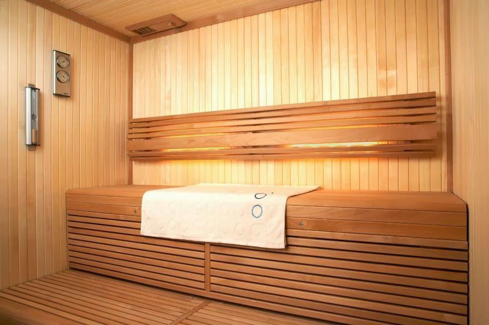En utilisant du bois de différentes couleurs, vous pouvez efficacement diversifier l'intérieur