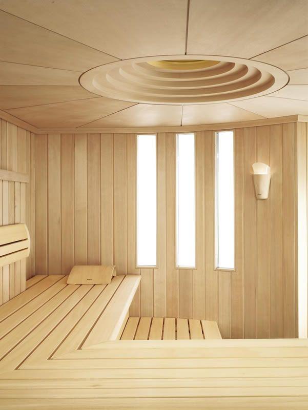 Le bois de couleur claire est idéal pour les petits bains