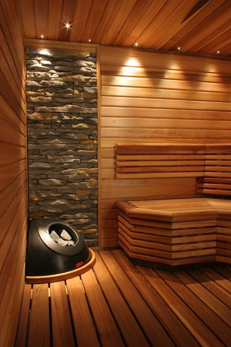 Le bois, en tant que matériau, est beau en soi, ce qui le place en tête de liste pour la décoration du hammam.