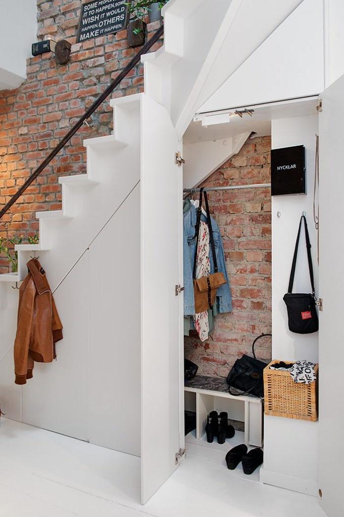 couloir dans l'escalier