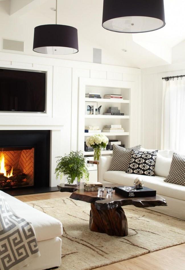 Petit salon cosy avec cheminée et table en bois