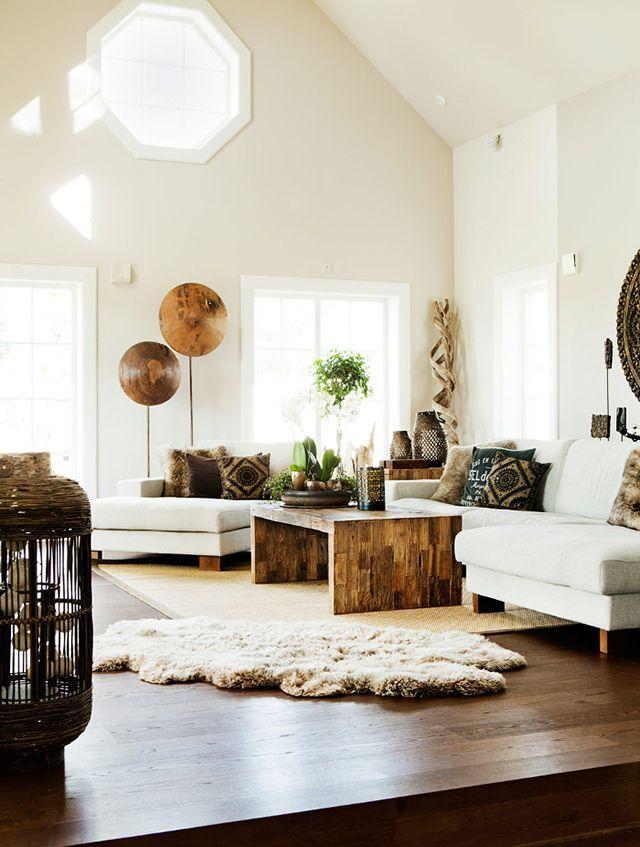 Planche de stratifié et tapis dans le salon d'une maison privée