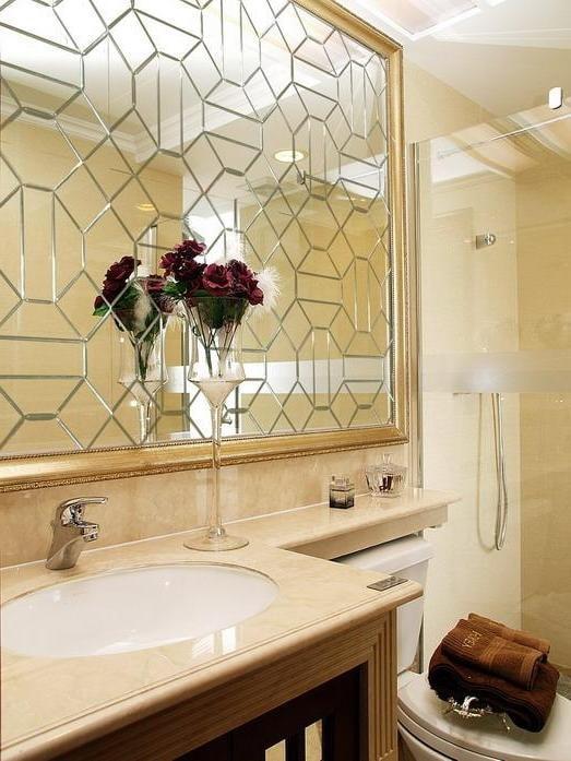 miroir à facettes avec des formes arbitraires à l'intérieur