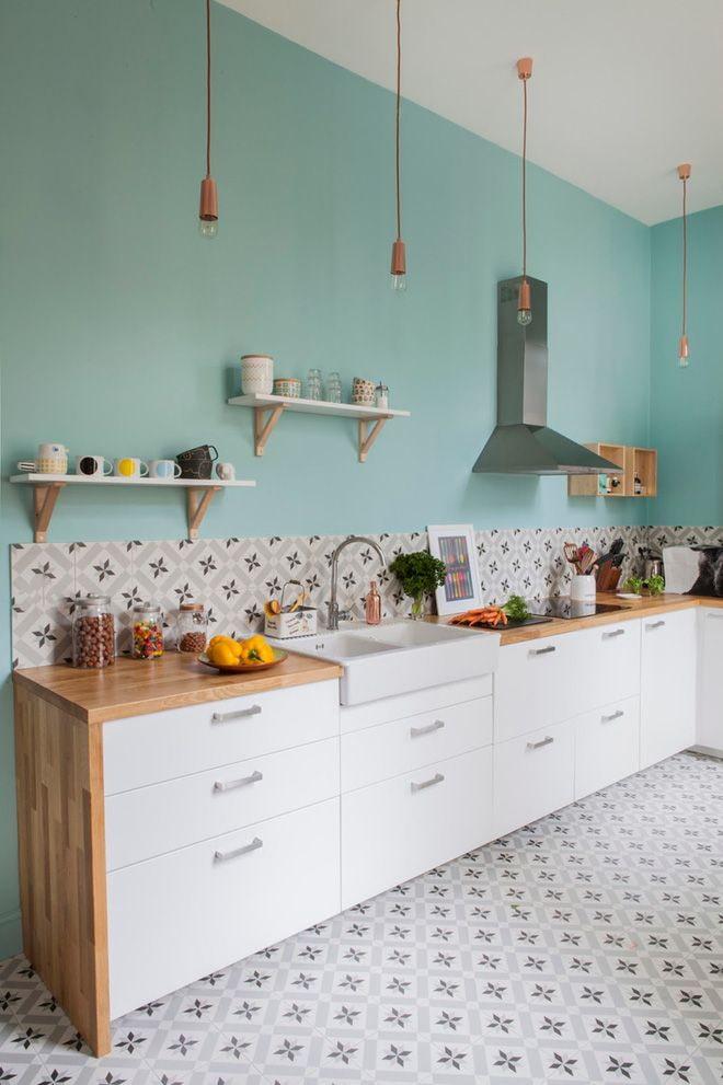 murs de menthe dans la cuisine