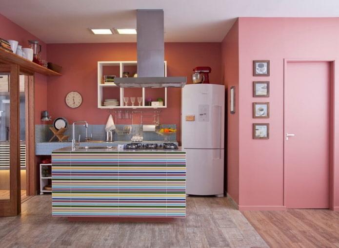 murs roses à l'intérieur de la cuisine