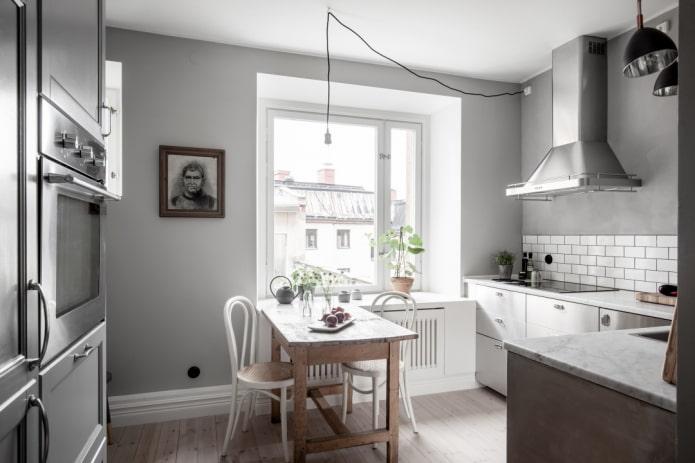 murs gris à l'intérieur de la cuisine