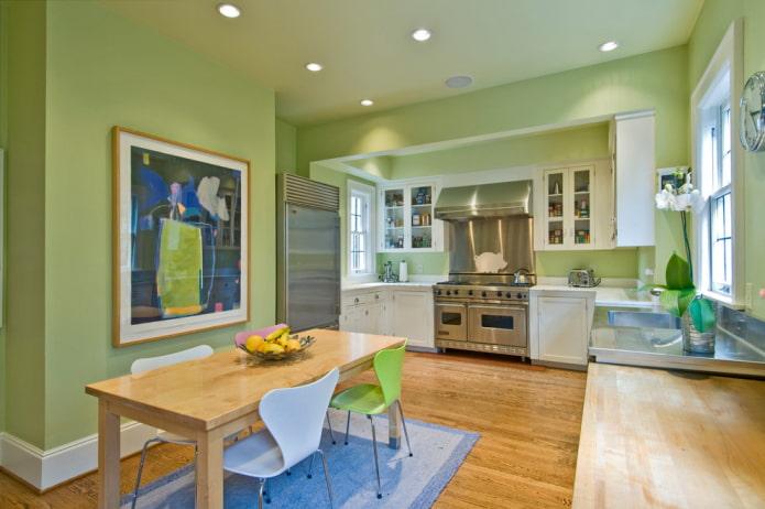 murs vert clair dans la cuisine