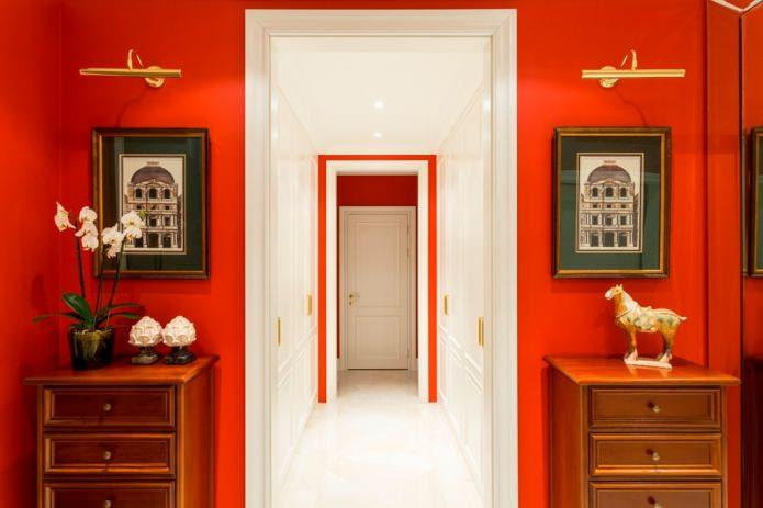 murs rouges à l'intérieur