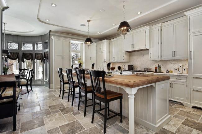 Une grande cuisine est le rêve de toute femme au foyer !