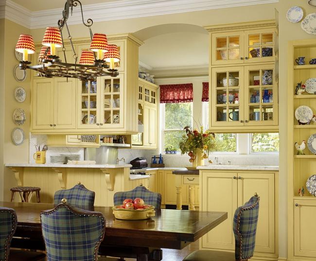 Jaune pastel dans un intérieur classique