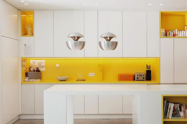 Design élégant en jaune et blanc